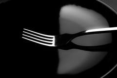Вилки и черное блюдо Стоковое Изображение