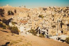 Вид на город Аммана с дворцом Umayyad на предпосылке ландшафт урбанский Жилой район арабское зодчество Восточный город Стоковое Фото