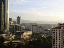 Вид на город во времени дня стоковые фотографии rf