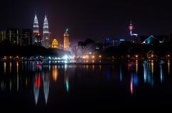 Вид на город Куалаа-Лумпур от озера Titiwangsa Стоковые Фото