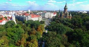 Вид на город от трутня идя вниз видеоматериал