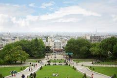 Вид на город Парижа от базилики Sacre Coeur с людьми Стоковое Фото