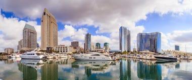 Вид на город с заливом Марины на Сан-Диего, Калифорнии стоковые изображения rf