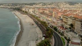 Вид на город с зданиями и дорогой моря видеоматериал