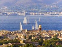 Вид на город St Tropez стоковые изображения rf