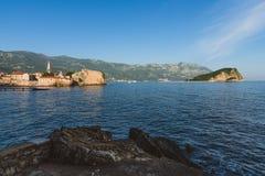 Вид на море городка и Адриатического моря Budva старый Стоковые Фото