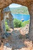 Вид на море от загубленного свода церков St Nicholas стоковые изображения rf