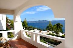 Вид на море от квартиры в роскошной гостинице Стоковое Изображение