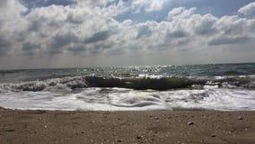 Вид на море от песочного берега видеоматериал