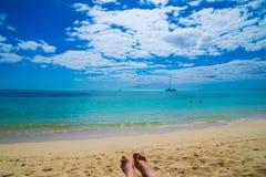 Вид на море от sunbed стоковое фото