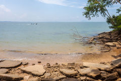 Вид на море пляжа Сьюзана Hoi (ископаемого кладбища пляжа раковины) в Krabi t Стоковая Фотография RF