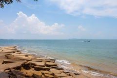 Вид на море пляжа Сьюзана Hoi (ископаемого кладбища пляжа раковины) в Krabi t Стоковое Фото