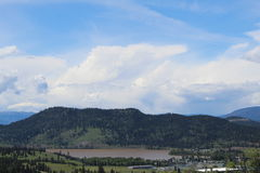 Вид на озеро с мутной водой Стоковые Изображения RF
