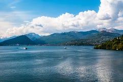 Вид на озеро Maggiore от Laveno, Италии Стоковое фото RF