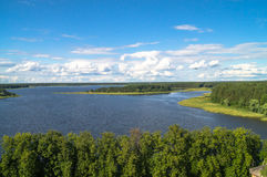 Вид на озеро Seliger глаза ` s птицы на ясный летний день Зона Tver стоковое изображение