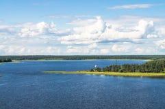 Вид на озеро Seliger глаза ` s птицы на ясный летний день Зона Tver стоковое фото