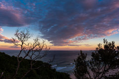Вид на океан захода солнца в заливе Байрона в Австралии Стоковая Фотография