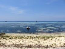 Вид на океан от пляжа, Maafushi, Мальдивы Стоковое Изображение