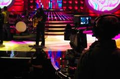 Видоискатель камеры, студия ТВ, шоу в прямом эфире, силуэт оператора Стоковые Фото