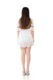Вид сзади азиатской женщины с белым коротким платьем стоковые фотографии rf