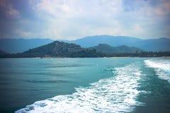 Вид сзади гонок моря от быстроходного катера на Стоковое фото RF