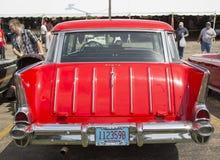 Вид сзади кочевника Chevy 1957 красных цветов Стоковая Фотография