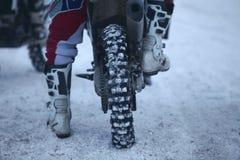 Вид сзади колеса задней части мотоцикла Motocross Стоковые Фотографии RF
