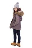 Вид сзади молодой женщины в одеждах зимы изолированных на белизне Стоковое Фото