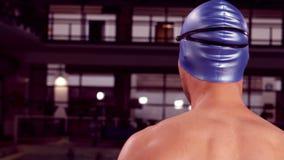 Вид сзади мужского мышечного пловца видеоматериал