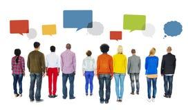 Вид сзади разнообразных пузырей людей и речи Стоковые Фотографии RF