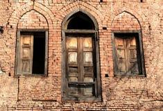 Старая дверь & Windows. Стоковые Изображения