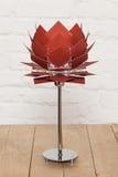 Вид спереди коричневой схематической настольной лампы Стоковые Фото