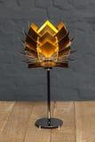 Вид спереди настольной лампы золота схематической Стоковое Фото