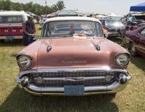 Вид спереди 1957 розовое Chevy Bel Air Стоковые Фото