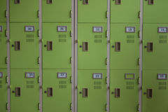 Вид спереди шкафчиков металла с номерами на двери стоковое изображение