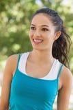 Вид спереди sportswear радостной молодой женщины нося Стоковое Изображение RF