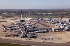 Вид с воздуха авиапорта Лондона Хитроу стоковое изображение