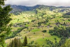 Вид с воздуха ландшафта с горным селом в временени, g стоковое фото