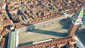 Вид с воздуха аркады Сан Marco и колокольни в Венеции, одном из самых известных ориентир ориентиров в Италии Стоковые Фотографии RF