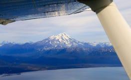 Вид с воздуха Аляски Mt Вулкан редута Стоковые Изображения