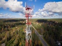 Вид с воздуха башни радиосвязи антенны Стоковые Изображения RF