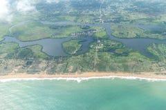 Вид с воздуха берегов Cotonou, Бенина стоковые фото