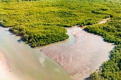 Вид с воздуха болота мангров в мухе вечера над Пхукетом islan Стоковые Фото