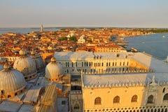 Вид с воздуха Венеции от колокольни Сан Marco, Стоковые Изображения RF