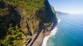 Вид с воздуха водопада и океана в острове Мадейры Стоковое Фото