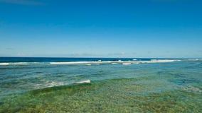 Вид с воздуха воды поверхностный Остров Филиппины Siargao видеоматериал