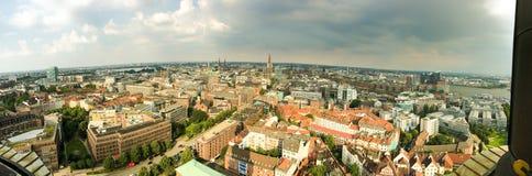 Вид с воздуха Гамбурга от башни города, Германии Стоковая Фотография