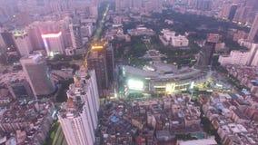 Вид с воздуха горизонта Шэньчжэня, Lo Wu, Китая под погодой smokey в вечере видеоматериал