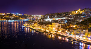Вид с воздуха города Oporto на ноче Стоковое фото RF