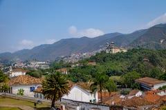 Вид с воздуха города Ouro Preto с Sao Francisco de Паулой Церковью - Ouro Preto, минами Gerais, Бразилией Стоковое Изображение RF